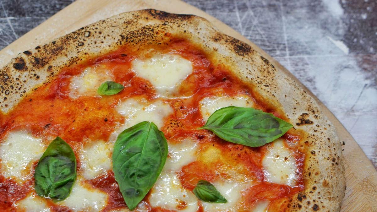 Napoli Gourmet viaggi organizzati pizza a napoli