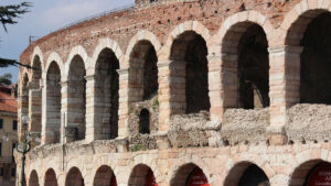 viaggi organizzati all'arena di verona shopping villaggio flover